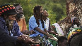 Rastafariáni se vracejí do Afriky.