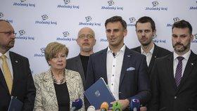 Podepsání nové koalice na jihu Čech: Nová hejtmanka Ivana Stráská a končící hejtman Jiří Zimola