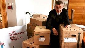 Hlavní úkol ministrů v demisi je sbalit si kufry a včas odejít, míní experti