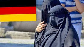 Německý parlament kývl na zákaz nošení burek pro státní zaměstnankyně.