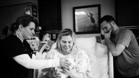 Rodiče se krátce po porodu museli se svou dcerou rozloučit.