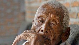 V květnu zemřel údajně nejstarší člověk světa. Indonésanovi Mbahu Gothovi mělo být 146 let.