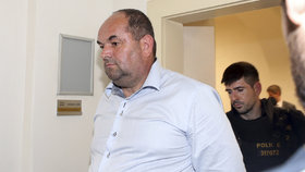 Policie v souvislosti s kauzou zadržela bývalého předsedu FAČR Miroslava Peltu.