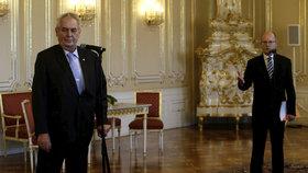 Prezident Miloš Zeman (vlevo) a premiér Bohuslav Sobotka (ČSSD)