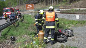 Srážka osobního auta s motorkou u Valašského Meziříčí