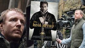 Guy Ritchie velmi osobitě a nadčasově vypráví klasický příběh formou nové akční fantasy Král Artuš: Legenda o meči od 11. května 2017 i v českých kinech.