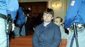 Kajínek u soudu v roce 2001, když se chtěl dostat z kriminálu.