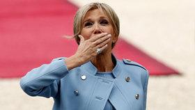 Macronova manželka Brigitte bude plnit oficiální reprezentativní roli.