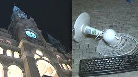 Do budovy radnice v Liberci se v noci vloupala opilá žena a házela na náměstí vybavení kanceláří.