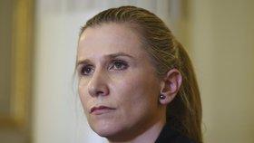 Kateřina Valachová (ČSSD) odmítá, že by služební auto ke kampani zneužívala.