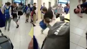 Větší chlapec si troufl na menšího a praštil ho. Ten ho poslal chvatem drsně k zemi.