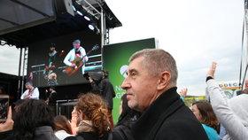 Andrej Babiš přivítal na Čapím hnízdě i úředníky.