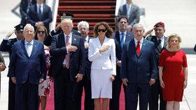Trump přiletěl na návštěvu Izraele.
