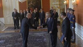 Prezident Zeman 24. května odvolal z postu ministra financí a místopředsedy vlády šéfa ANO Andreje Babiše. Na jeho místo nastoupil Ivan Pilný, předseda hospodářského výboru Sněmovny.