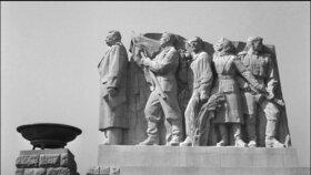 Monstrózní pomník Stalina na Letenské pláni.