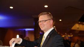 Šéf lidovců Pavel Bělobrádek hlasuje o koalici KDU-ČSL se Starosty
