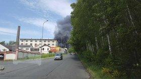 V Liberci hoří podnik Severochema.