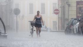 Víkend žádné velké horko nepřinese a lokálně zaprší