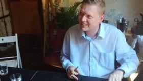 Předseda lidovců Pavel Bělobrádek na křtu své knihy