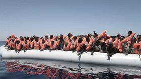 Záchranářské akce ve Středozemním moři pokračují.