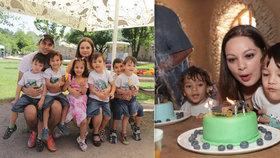 Paterčata sfoukla čtyři svíčky na narozeninových dortech!