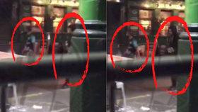 Dva útočníci si vykračovali po ulici a hledali další oběti.