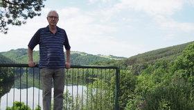 Jiří Drahoš na své chatě u Kamýku nad Vltavou