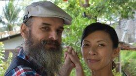 Svatba za mřížemi: Guru Jára si vzal svou o 13 let mladší fanynku Yoko.