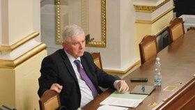 Guvernér ČNB Rusnok vyrazil do Sněmovny hájit nové pravomoci centrální banky v oblasti hypoték, které chce regulovat