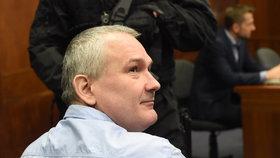 Organizovanou skupinu nazývanou jako lihová mafie vedl Radek Březina. V případu ale figuruje celá řada dalších lidí. Snímek z jednání u soudu.