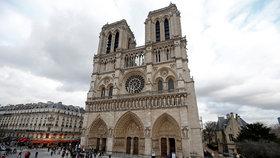 Katedrála Notre-Dame v Paříži je velmi frekventovaným místem.