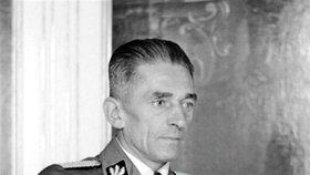 Státní tajemník K. H. Frank na vypálení Lidic osobně dohlížel.