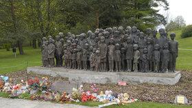 Pomník dětským obětem války připomíná 82 lidických dětí, které byly zavražděny v Chełmnu nad Nerrem