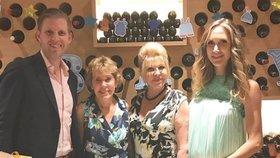 Eric Trump slavil se svou tchyní Lindou Ann Sykes, mámou Ivanou a manželkou Larou, která nosí pod srdcem dítě.