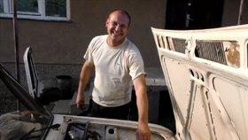 Andrij auto upravil tak, aby jezdilo na uhlí.