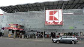 Největší tuzemský obchodní řetězec Kaufland zvýší od června mzdy zaměstnancům na provozních pozicích v prodejnách o 26 procent (ilustrační foto).  .