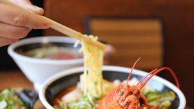 Americká restaurace Charlotte's Legendary Lobster Pound ve státě Maine používá před zabitím humra marihuanu k jeho zklidnění.