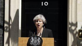 Mayová promluvila před svým sídlem v Downing Street.