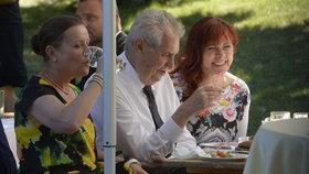 Prezident Miloš Zeman mezi Janou Nečasovou (dříve Nagyovou) a šéfkou ERÚ Alenou Vitáskovou