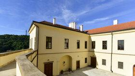 Terasa Hrzánského paláce, náhradního sídla české vlády