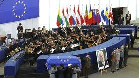 Smuteční rozloučení s Helmutem Kohlem v Evropském parlamentu ve Štrasburku. Bývalý kancléř Německa zemřel ve věku 87 let.