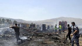 V uprchlickém táboře v Libanonu propukl velký požár.