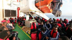 Do Evropy se stále snaží dostat tisíce uprchlíků. OSN a Mezinárodní organizace pro migraci je začaly posílat zpátky domů.
