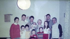 Rodina Tomia Okamury: S maminkou, otcem i bratry Hayatem a Osamem