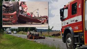 Tragická nehoda u Bakova nad Jizerou: Jeden člověk náraz do stromu nepřežil