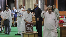 Členové indického parlamentu při volbě nového prezidenta