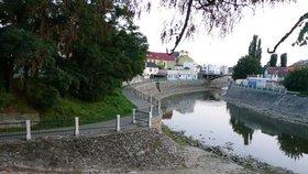 Minimum vody má i největší řeka Morava ve Veselí nad Moravou a na Slovácku.