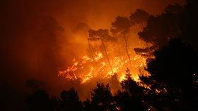 Sicilští dobrovolní hasiči sami zakládali požáry, aby dostali víc peněz.
