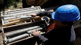 Společnost Geomet provádí pod Cínovcem průzkumné vrty kvůli ložiskům lithia.