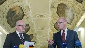 Premiér Sobotka a ministr kultury Herman se sešli v Národní knihovně v pražském Klementinu.